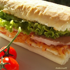 Сендвич со пасирани компири и пиперки