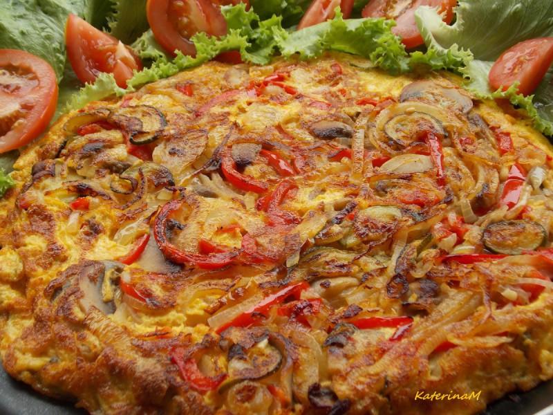 Омлет од кромид и црвени пиперки