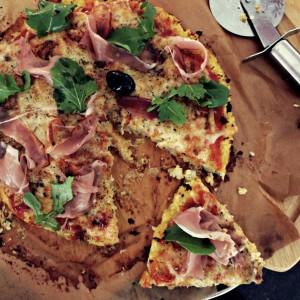 Пица со кора од карфиол
