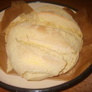 Едноставен пченкарен леб