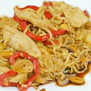 Видео рецепт: Кинески тестенини со пилешко и кикирики