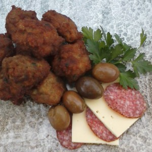 Едноставни и брзи крокети од мелено месо