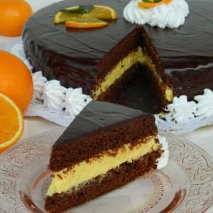 Чоколадна торта со крем од портокал