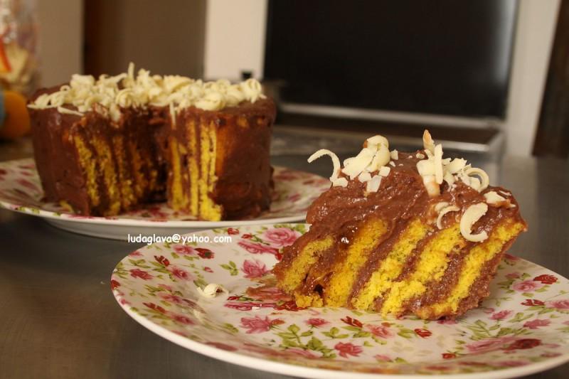 Вертикална торта со чоколадо и портокал