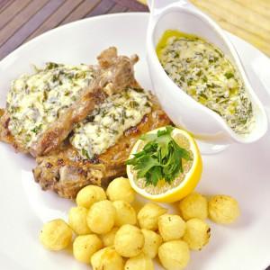 Видео рецепт: Месо во сос од магдонос