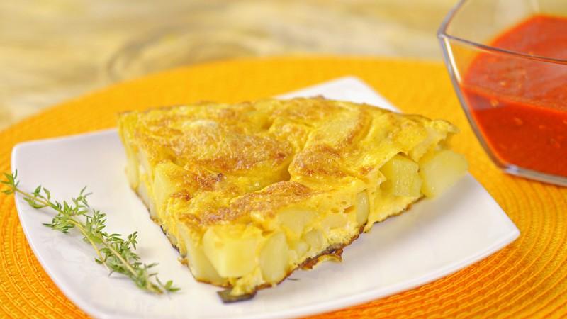 Видео рецепт: Шпанска тортиља со сос од црвени пиперки