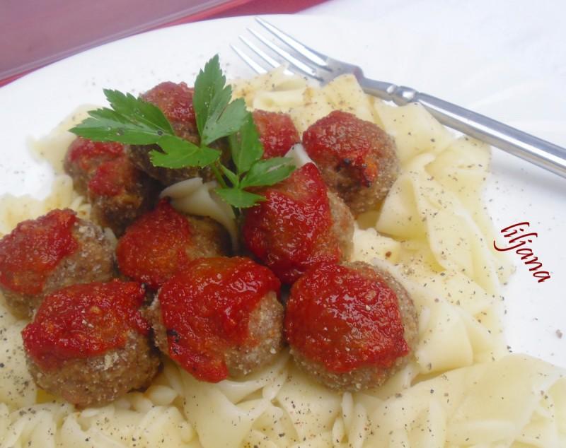 Слатко солени округлици од мелено месо