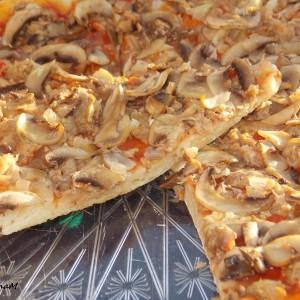 Посна пица со туна и кромид