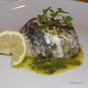 Сардина тортици со сос од магдонос и капари