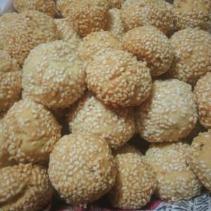 Солени топчиња со кикирики