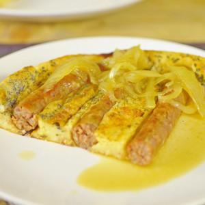Видео рецепт: Колбаси во тесто со Сос од кромид