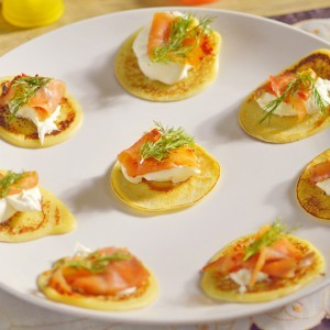 Видео рецепт: Палачинки Блини со крем сирење и димен лосос