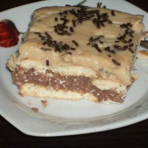 Бисквит торта со лешници и карамел