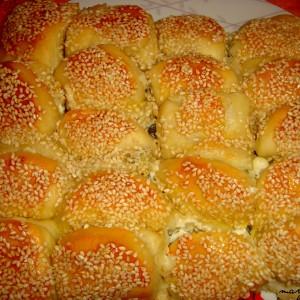 Погача од полнети крофни