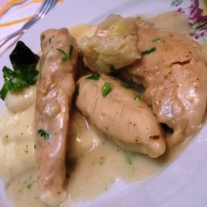 Пилешко месо со кокосово млеко