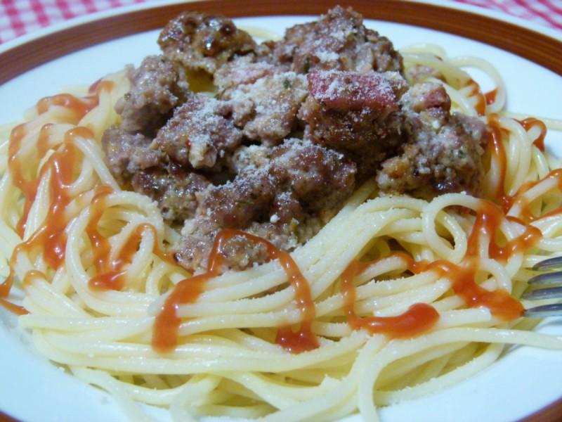 Шпагети со мелено месо и пармезан