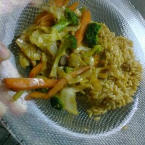 Брзо ручече од зеленчук и ориз со кинески шмек