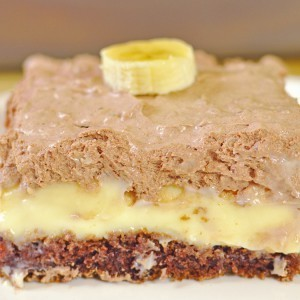 Видео рецепт: Чоколаден колач со ванила крем и банани