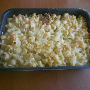 Гратинирани макарони со 4 вида сирење и бешамел со јогурт