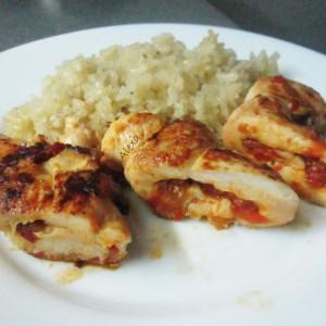 Пилешки увијачи со ајвар и ориз под фолија