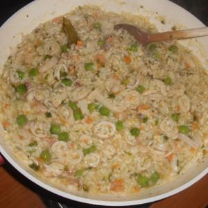 Рижото со лигњи и морски плодови
