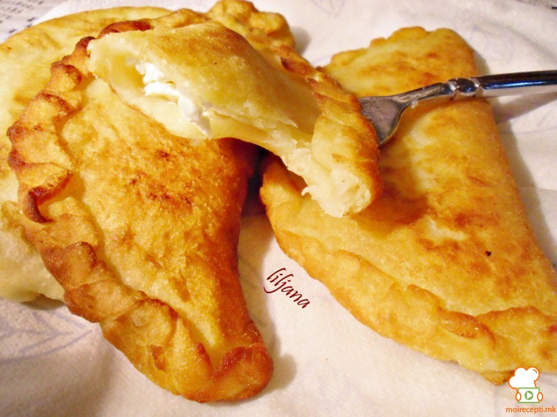 Пирошки со парено тесто