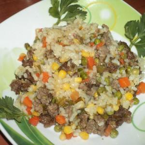 Тавче ориз со мелено месо и златна мешавина