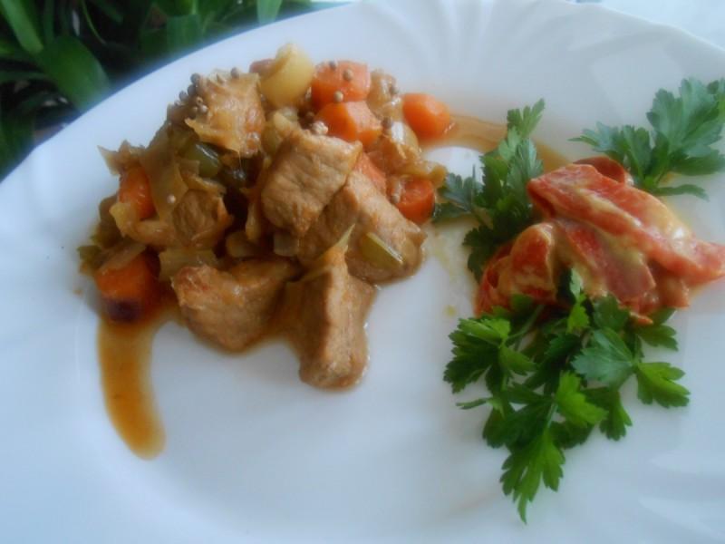 Свинско со зеленчук на мој начин