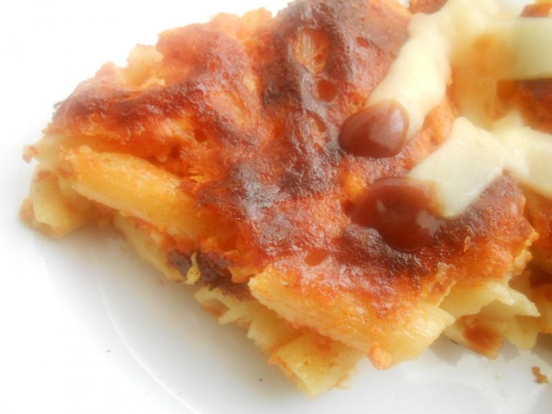 Брзи макарони во рерна со доматен сос