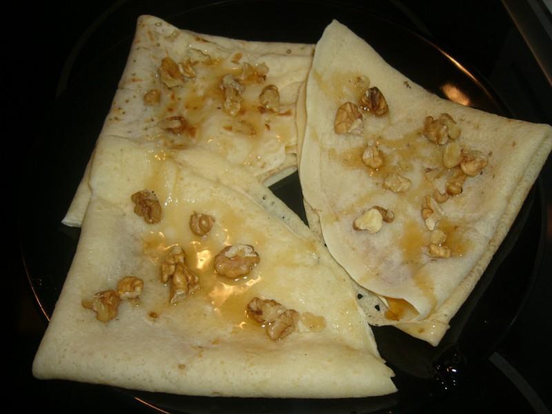 Палачинки со мед и ореви