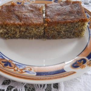Парена торта со гриз и афион