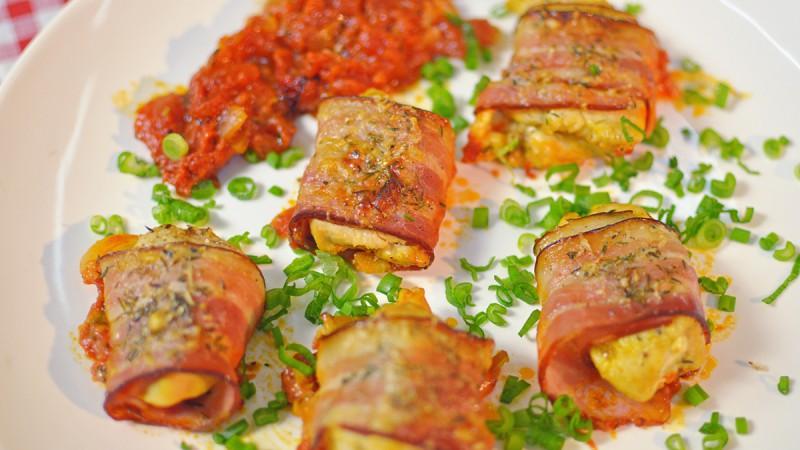 Видео рецепт: Пилешки ролнички со сланина
