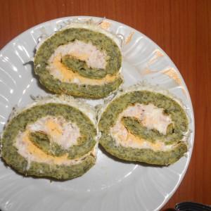 Зелен ролат со фил од павлака и варени јајца
