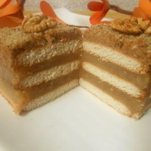 Бисквитна посна торта со јаболка