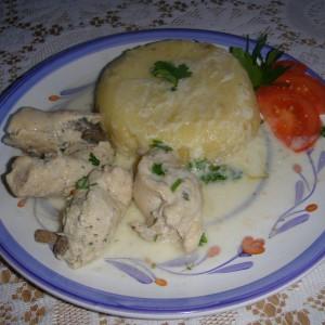 Пилешки ролатчиња во бел сос