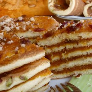 Американски палачинки со тиква, брусница и јаткасти плодови