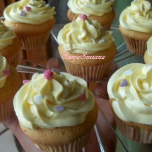 Мини колачи со ѓумбир и бело чоколадо - White Cupcakes