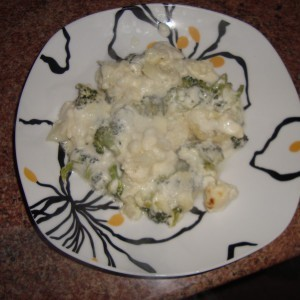 Карфиол и брокула во бел сос