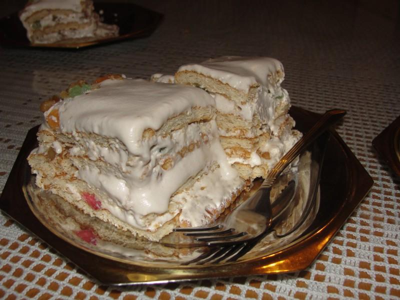 Бисквитна торта со слатка павлака (без печење)