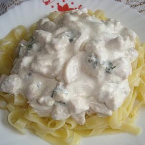 Шпагети со печурки и пилешко
