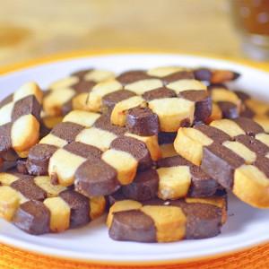 Видео рецепт: Црно-бели чајни колачиња
