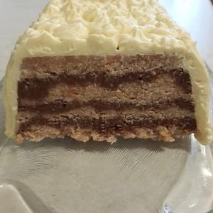 Сува кокос торта во редови (без печење)