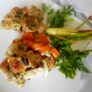 Свинско во сос од моркови и печурки