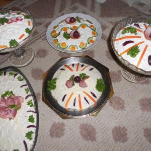 Руска салата со павлака и мајонез