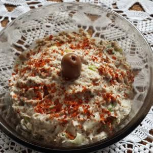 Брза салата од сардина