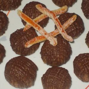 Бомбици со аранчини и суви кајсии