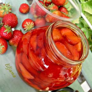 Ароматен оцет со вкус на јагоди