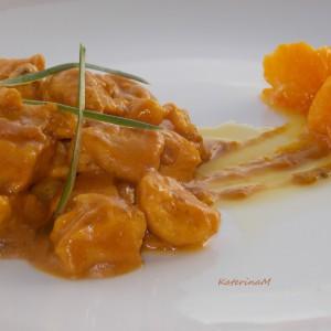 Пилешко со карамелизирани портокали