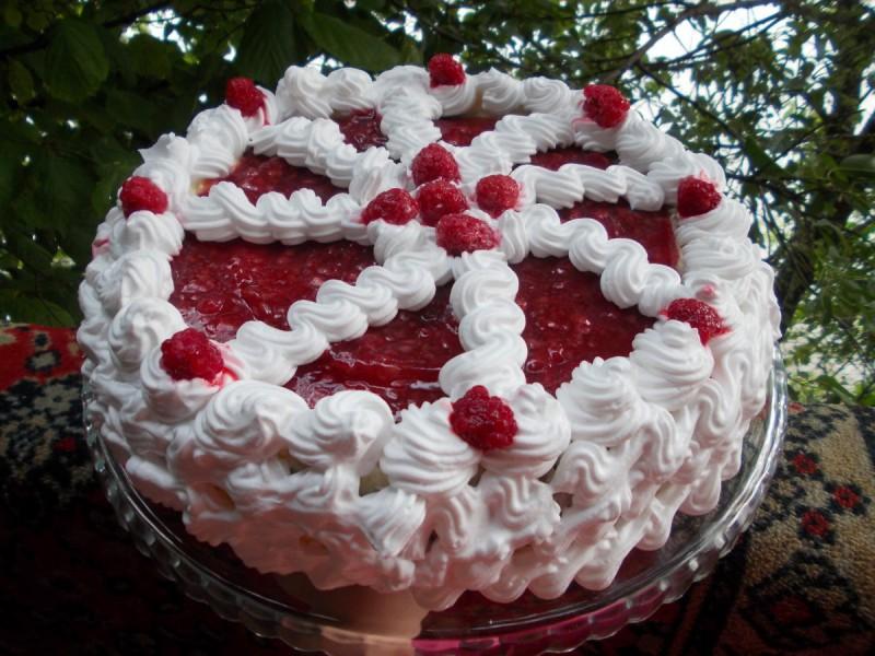 Малинаста торта