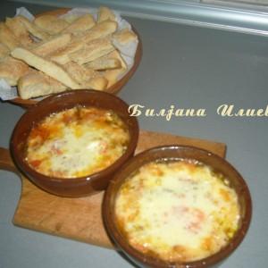 Топено сирење со сусамки